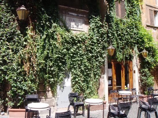 bar-and-caffe-della-pace