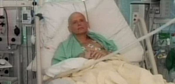 Litvinenko in ospedale in un fermo immagine del Tg1.  ANSA / FERMOIMMAGINE TG1